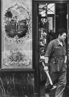 Robert Doisneau // Boulangerie, Rue de Poitou. Paris, 1950s