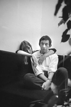 Couple Serge Gainsbourg & Jane Birkin - noir et blanc - black and white - iconic Charlotte Gainsbourg, Serge Gainsbourg, Gainsbourg Birkin, Lou Doillon, Style Jane Birkin, Kate Barry, Celebrity Fashion Outfits, Celebrities Fashion, Celebrity Style