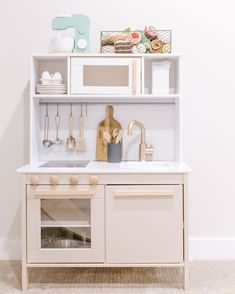 Ikea Kids Kitchen, Ikea Kids Room, Ikea Kitchen Cabinets, Kitchen Hacks, Girls Play Kitchen, Ikea Girls Bedroom, Toddler Kitchen, Play Kitchens, Girl Bedrooms