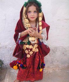 Africa | Berber girl. Tunisia.  No photographer details provided.