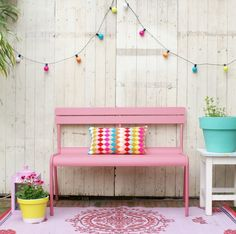 I love Garden furniture from fermob Pintura Exterior, Outdoor Spaces, Outdoor Decor, Outdoor Lounge, Outdoor Fun, Outdoor Living, Pink Garden, Colourful Garden, Garden Inspiration