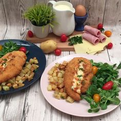 Cordon Bleu Deluxe, Tenderly split down the middle 🧐 🐓. Make a slice longways down the center of the chicken breasts without cutting all the way through. Top Recipes, Turkey Recipes, Chicken Recipes, Frango Cordon Bleu, Chefs, Omelette, Chicken Ham, Sliced Ham, Chicken Cordon Bleu