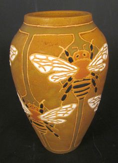 Common Ground Pottery | Honey Bee Vase