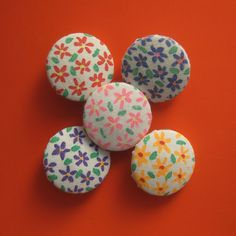Coloured Daisies Spirited Art, Daisies, Easter Eggs, Buttons, Creative, Artist, Fabric, Projects, Handmade
