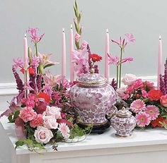 Looking for ideas to decorate the urn at the service? Here are 14 Funeral Urn Memorial Service Table Arrangement ideas to inspire your creativity. Remembrance Flowers, Memorial Flowers, Funeral Sprays, Funeral Urns, Funeral Memorial, Memorial Urns, Memorial Ideas, Funeral Floral Arrangements, Flower Arrangements