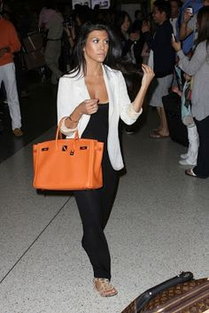 Kourtney Kardashian was given this beautiful Hermes Birkin bag by her mum for her birthday. This trademark Hermes orange shade is timeless. Hermes Birkin, Hermes Bags, Hermes Handbags, Hermes Store, Birkin Bags, Kardashian Photos, Kardashian Style, Kourtney Kardashian, Kardashian Fashion