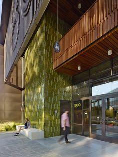 800 Apollo Creative Office by EYRC Architects. Photo courtesy of EYRC Architects. Heath Ceramics Tile, Heath Tile, Architecture Details, Landscape Architecture, Exterior Tiles, Office Environment, Apollo, Facade, Arquitetura