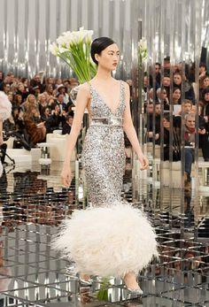 Chanel haute couture printemps-été 2017 - Look 61 #ChanelHauteCouture #ChanelHC17 #HC17 #SpringSummer2017 #SS17 | Visitez espritdegabrielle.com #espritdegabrielle