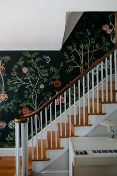 Stairways are one of the best spots in a home for decoration. Hence, here are some Stylish Stair Wall Decoration Designs And Ideas from which you can choose Stairwell Wall, Stairway Walls, Entryway Stairs, Hallway Walls, Mural Wall, Wallpaper Staircase, Wall Wallpaper, Wallpaper Designs, Flur Design