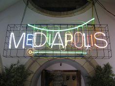 Neon logo by Munne