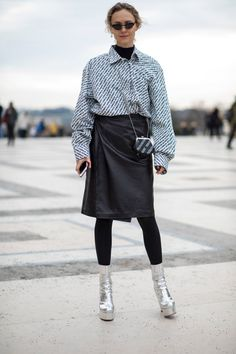 The Best Street Style Looks From Paris Fashion Week Fall 2018 - Fashionista Fashion Week 2018, Autumn Fashion 2018, Paris Fashion, Fashion 2017, Style Fashion, Autumn Street Style, Street Style Looks, Street Style Women, Paris Outfits