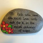 #love #citat #kærlighed #maledesten #stonedrawing #sten #stoneart #rockpainting #poscaart #paintedrocks #minesten #rocks #artstones #stoneartwork #stonepainting #artrocks #rockart #miesteen #posca