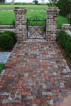 At Longbrow Plantation, a large private property used as a sporting club on the Combahee river in South Carolina, our work consisted of brick garden walls, caps, driveway and walkway borders, gravel driveways and walkways, lawn terraces and some Pennsylvania Blue Bluestone hardscaping details.