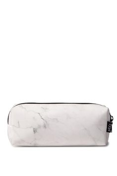 This faux leather pencil case will add some style to your stationery collection. <br> This case has a zipper closure at top and  is fully lined. <br> Perfect size for stashing all your stationery essentials when you are on the go! Matches back to the buffalo journals and diaries.  <br> Available in a wide range of colours. Measures: 14cm long. <br> Composition: 85% Polyurethane, 10% Cotton, 5% Metal <br/>