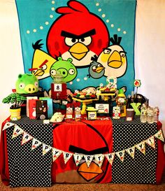 Angry Birds party printables and table ideas.