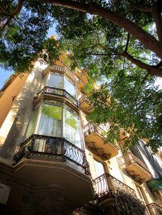 WANDERLUST: Barcelona: podziwiając architekturę dzielnicy Gràcia Barcelona, Fair Grounds, Wanderlust, Fun, Travel, Serif, Viajes, Barcelona Spain, Destinations