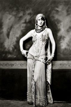 Marion Benda. She looks a bit like Mardi Love.