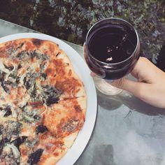 https://instagram.com/sosyalyiyiciler/  Biz bugun nirvanaya ulasmak teriminin vucut bulmus haliydik adetaAzmak cayinin icine atilmis masamizda ayaklarimizi buzzz gibi suya indirip , ordeklerin ve helikopterboceklerinin arasinda rokfor peynirli pizzamizla saraplarimizi yudumladik. Var mi arttiran AKYAKA _ TURKEY