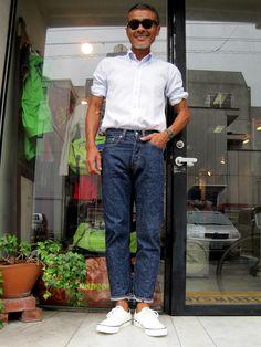 『アイビーど真ん中って雰囲気のスニーカ…』 Stylish Men, Men Casual, Mature Mens Fashion, Vetements T Shirt, Ivy Style, Look Street Style, Sharp Dressed Man, Gentleman Style, Asian Men