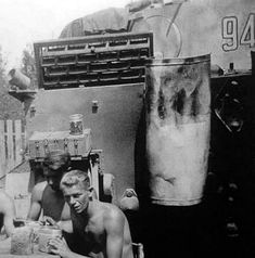 German Tiger tank crew takes a break for lunch. Luftwaffe, Tiger Ii, Airborne Army, Panzer Iii, Ww2 Pictures, Military Armor, Tiger Tank, Tank Destroyer, Ww2 Tanks