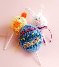 Cute, quick, a must for Easter. Crochet Lollipop Covers. Download the free design now: http://www.crochet-world.com/monthly_project.php?series_id=2&id=13