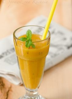 Smoothie with mango and pear Mango, Pear, Honey, Vegetarian, Sweets, Dishes, Smoothie, Drinks, Yummy Yummy
