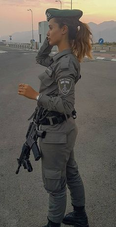 Women With Weapons - Hot Military Girls - Girls With Guns Photo. Facts That Show How Far Women Have Come In The Military Idf Women, Military Women, Street Fighter Girls, Female Soldier, Army Soldier, Military Girl, Girls Uniforms, Poses, Badass Women