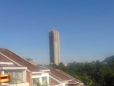 Así se ve a la distancia el edificio más alto de Bucaramanga. Gracias @luciarocha0 por compartir esta foto.