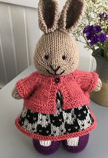 36 ideas knitting crochet toys little cotton rabbits Knitted Bunnies, Knitted Animals, Knitted Dolls, Crochet Toys, Knit Crochet, Knitting Projects, Crochet Projects, Little Cotton Rabbits, Bunny Outfit