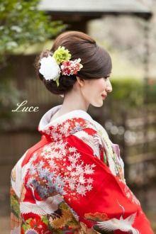 Side view of hairstyle for my Japanese themed wedding Geisha, Furisode Kimono, Kimono Dress, Yukata, Graduation Hairstyles, Bride Hairstyles, Wedding Hair And Makeup, Bridal Hair, Japanese Wedding Kimono