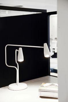 Apollo bordlampa, design : Jon Eliasson. Finns som serie också med takspot och vägglampa. Apollo tablelamp, design: Jon Eliasson. Apollo serie you also may find in model spotversion and wall lamp.