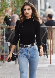 Turtleneck outfits are perfect for winter months. Here are a few ways to help you style the turtleneck as part of your fashion look this season like Emily Ratajkowski Uni Outfits, Mode Outfits, Casual Outfits, Fashion Outfits, Womens Fashion, Ladies Fashion, Marine Jeans, Look Fashion, Autumn Fashion
