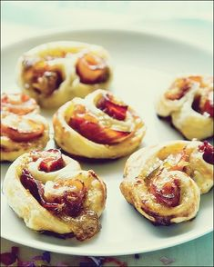 Tapas Rolls with Serrano Ham & Fig Preserves -You can find Preserves and more on our website.Tapas Rolls with Serrano Ham & Fig Preserves - Puff Pastry Appetizers, Spanish Appetizers, Spanish Tapas, Spanish Food, Spanish Shrimp, Spanish Dinner, Mexican Shrimp, Healthy Appetizers, Tapas Platter