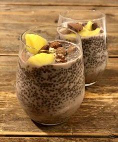 Koolhydraatarme chiapudding – Judoka Margriet Bergstra Puddings, Bread, Desserts, Fruit, Breakfast, Food, Tailgate Desserts, Morning Coffee, Deserts