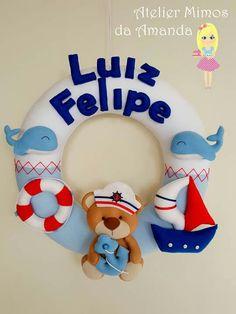 Guirlanda Felt Crafts Diy, Arts And Crafts, Felt Name Banner, Felt Wall Hanging, Baby Door, Baby Frame, Felt Wreath, Felt Decorations, Felt Toys