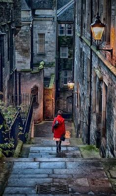 Stairway.. Edinburgh, Scotland   Don't you just love it!!! And I walked this street!