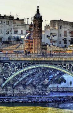 La Capillita de la V. del Carmen en el Puente de Triana, Sevilla. // Te echo de menos Triana =_=