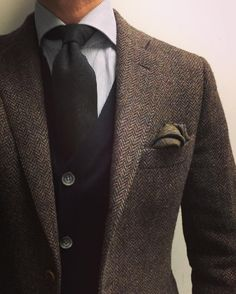 Food for eyes and spirit Mens Tweed Suit, Tweed Suits, Stylish Mens Outfits, Cool Outfits, Fashion Outfits, Fashion Styles, Men's Fashion, Der Gentleman, Gentleman Style