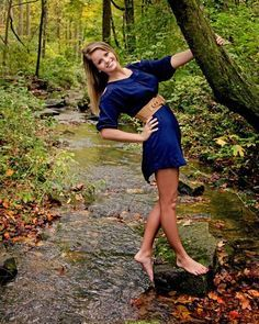Senior Pictures-perfect for at the Grist Mill! :) Danielle would look Wonderful with this pose! Fall Senior Pictures, Photography Senior Pictures, Senior Photos Girls, Senior Girl Poses, Senior Girls, Portrait Photography, Senior Session, Photography Ideas, Senior Posing