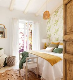 Take a look at our gallery, we show you the most beautiful spring wallpaper ideas! Home Interior, Interior Design, Bedroom Color Schemes, Deco Design, Bedroom Styles, New Room, Home Decor Bedroom, Home Decor Inspiration, Ideal Home