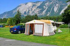 ZUGSPITZARENA, HAIMING, Camping Center Oberland, 25,-euro, toerplaatsen:270 (70m2). Mooie, vlakke camping met prachtige oude bomen langs doorgaande weg bij de ingang van het Ötztal. Plaatsen zijn groot en vlak. Het sanitair is sterk verouderd en bar slecht, je staat in de douchebak in je eigen vuiligheid omdat de afvoer niet of nauwelijks wegloopt. Ook het halen van brood en eetmogelijkheid is zeer matig.
