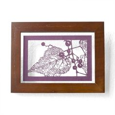 切り絵 野葡萄 フローターフレーム 透明背景 深紫の色渋紙   iichi(いいち)  Wild grape by Ayakota, via iichi.com