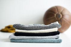 MINISTRIKK SS16: Ministrikksommeren slippes i to omganger denne våren. Først ut er The Sporty Collection med rene, enkle linjer som er enkle å strikke - og enkle å leke i. Slippers, Knitting, Tank Tops, Hats, Fashion, Moda, Halter Tops, Tricot, Hat