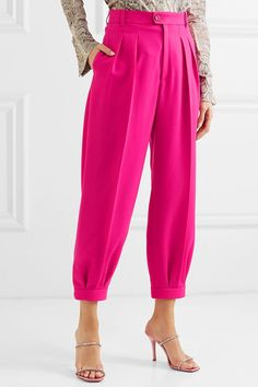 Gucci - Cropped pleated wool tapered pants - Lilly is Love Salwar Designs, Fashion Pants, Fashion Dresses, Dope Fashion, Sporty Fashion, Fashion Women, Essentiels Mode, Baggy Pants, Jogger Pants Outfit