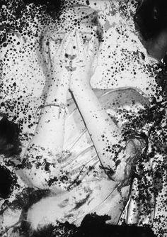 splatter darkroom technique Dark Room Photography, Vintage Photography, Film Photography, Creative Photography, Digital Photography, Multiple Exposure, Double Exposure, Photography Projects, Photography Tutorials