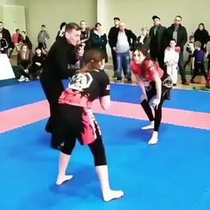 As a BJJ fighter you should includ elbows in your list of your jiu-jitsu attack. All arm attacks consist of controlling your BJJ opponent's elbow. Back Weight Exercises, Parkour, Jiu Jitsu Mats, Jiu Jitsu Videos, Ufc, Brazilian Jiu Jitsu Gi, Jiu Jitsu Training, Jiu Jitsu Techniques, Self Defense Martial Arts