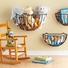 Draadmanden voor het opbergen van speelgoed // Hanging baskets for organizing toys