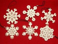 Schneeflocken, 6-teilig aus Bügelperlen - ein Designerstück von Le-petit-monde-de-Ina bei DaWanda