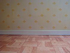 Il battiscopa è una lista di legno che viene applicata alla base della parete per proteggerla e rifinire la stanza. Nella nostra dollhouse la giunzione tra muro e pavimento è alquanto irregolare e …