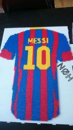 Club Football, Football Kits, Pixel Art, Hamma Beads Ideas, Messi 10, Beaded Animals, Pearl Beads, Cross Stitching, Beading Patterns